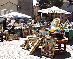 Mercato antiquariato toscana in festa eventi fiere sagre - Mercatino mobili antichi ...
